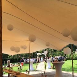 Mooie tent voor een mooie bruiloft   Etenswaar catering